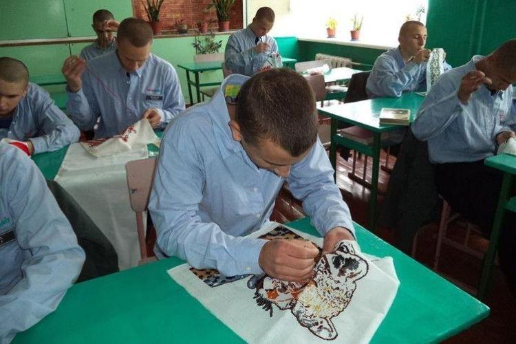 У Ковельській виховній колонії уже 15 років діє гурток вишивки