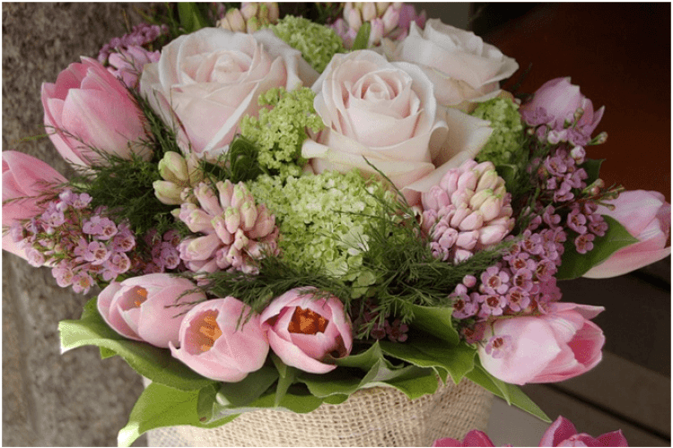 Квіти в букетах: назви та що символізують