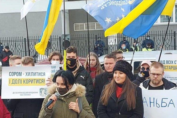 У Львові під Галицьким судом відбулася акція на підтримку Софії Федини та Марусі Звіробій-Біленької