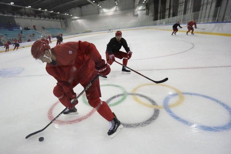 Російські хокеїсти намагалися за 100 євро купити в чехів право зіграти в червоній формі?