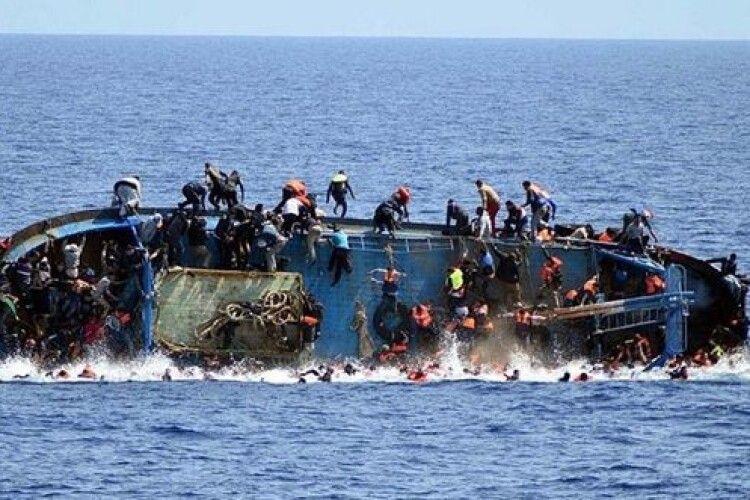 Човен з мігрантами перекинувся: щонайменше 48 людей зникли безвісти, є загиблі