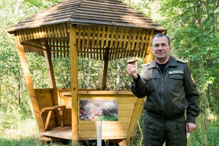 Степан Пащук демонструє не лише альтанки зроблені лісниками