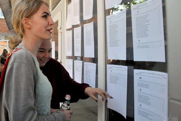 Вступна кампанія 2021: в Україні починається подача документів у ВНЗ, що варто знати