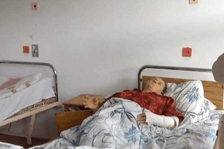 «Напав через корову»: пенсіонерка звинуватила старосту села у жорстокому побитті (Відео)