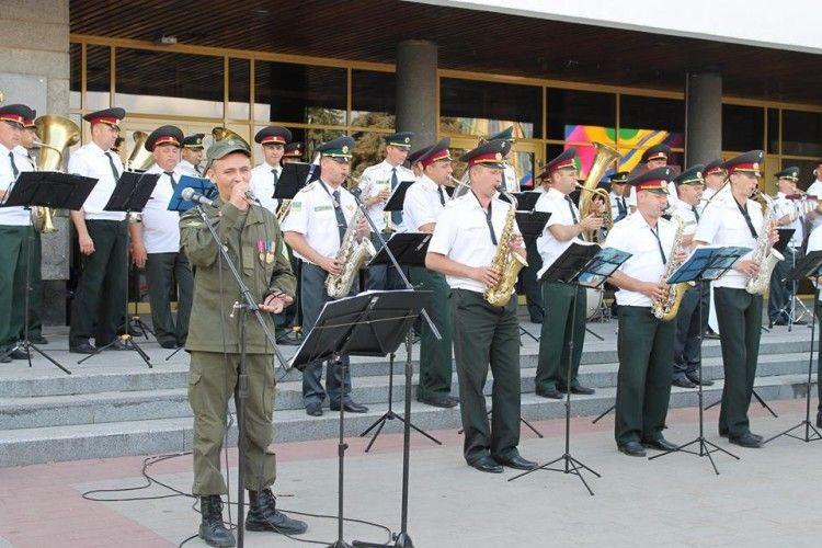 У Рожищі відбувся концерт зведеного військового оркестру і заслуженого артиста України Адама Горбатюка