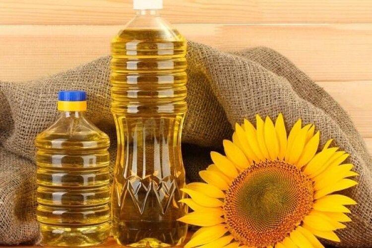 Чому українці купують вітчизняну олію за рекордну ціну, а за кордоном її продають вдвічі дешевше