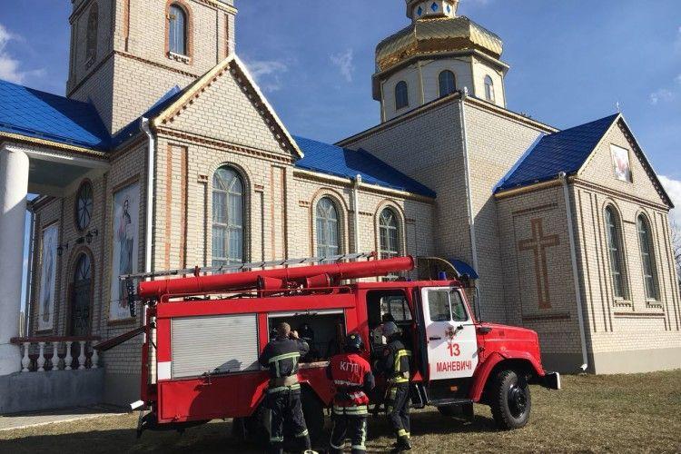 «Алло, поліція? Це священик – у нас в Маневичах церква горить!»