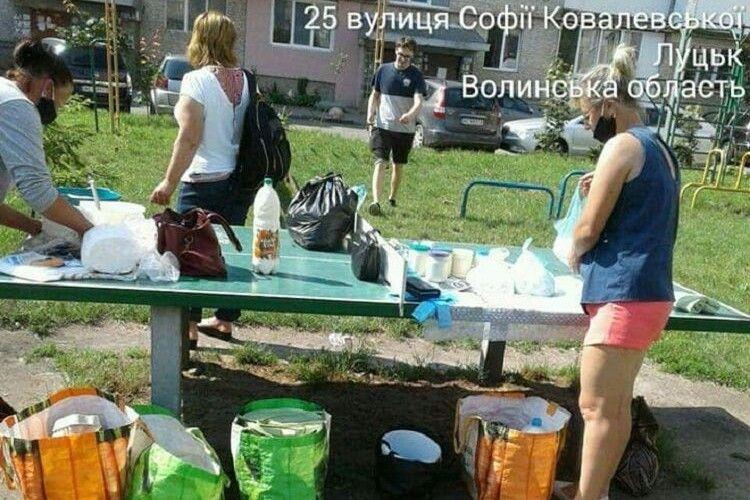 У Луцьку муніципали застукали чоловіка, який торгував набілом на тенісному столі (Фото)