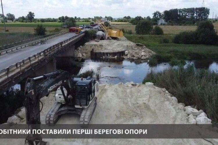 Тимчасовий міст на трасі Львів - Луцьк біля Кам'янки-Бузької відкриють за два тижні