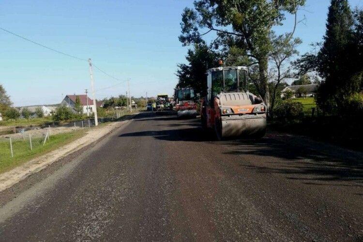 За кошти держбюджету на Камінь-Каширщині продовжують ремонт шляхів