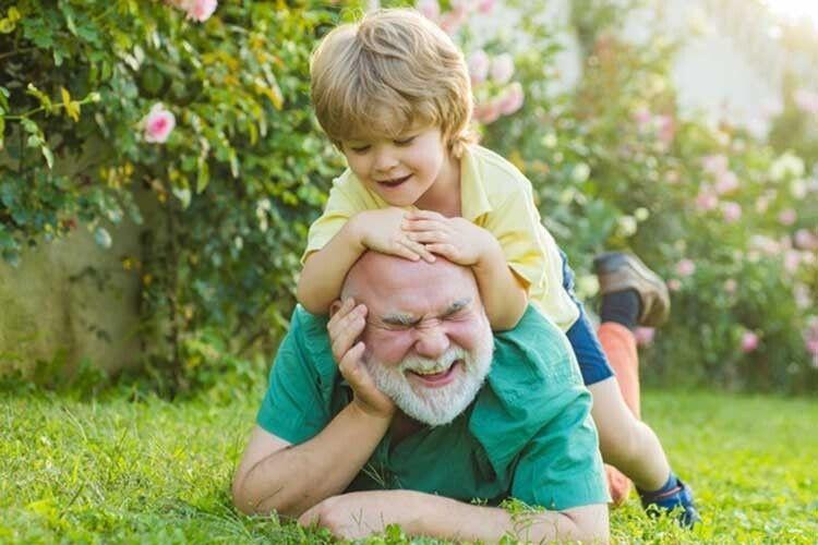 А синочки— викапаний… дідусь!