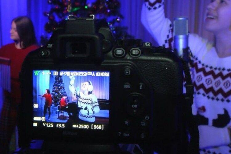Луцькі школярі вперше записали відеокліпи різдвяних колядок