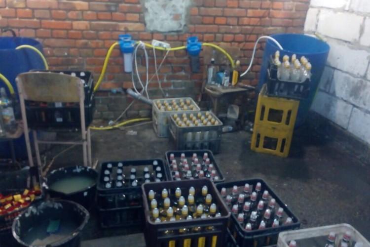 У Луцькому районі виявлено підпільний цех із виробництва контрафактного алкоголю