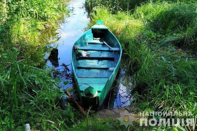 На озері у Старовижівському районі поліцейські зловили браконьєра