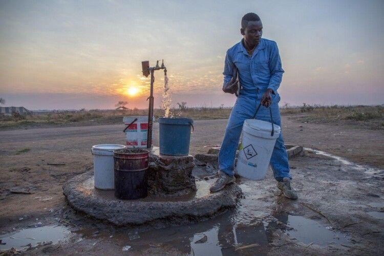 Влада африканського міста запропонувала жителям пити воду з каналізації