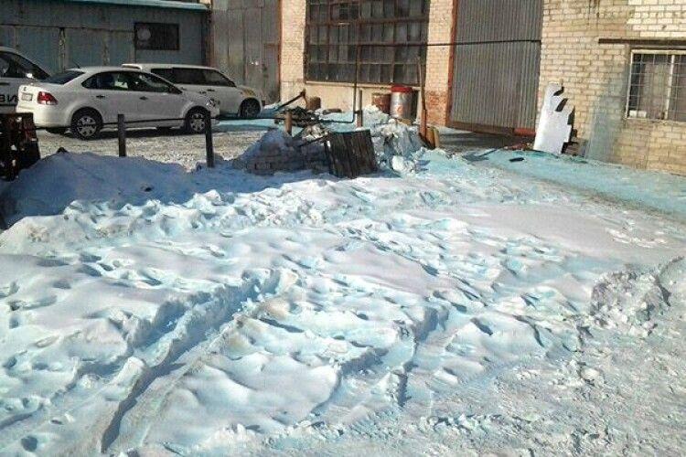 У російському Санкт-Петербурзі випав сніг незвичного кольору