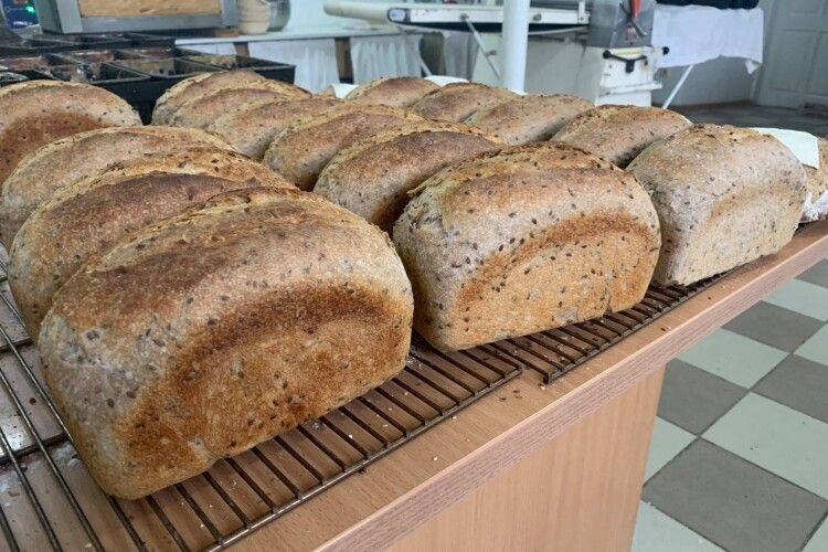 У Луцьку монахині печуть бездріжджовий хліб та смаколики: де купити