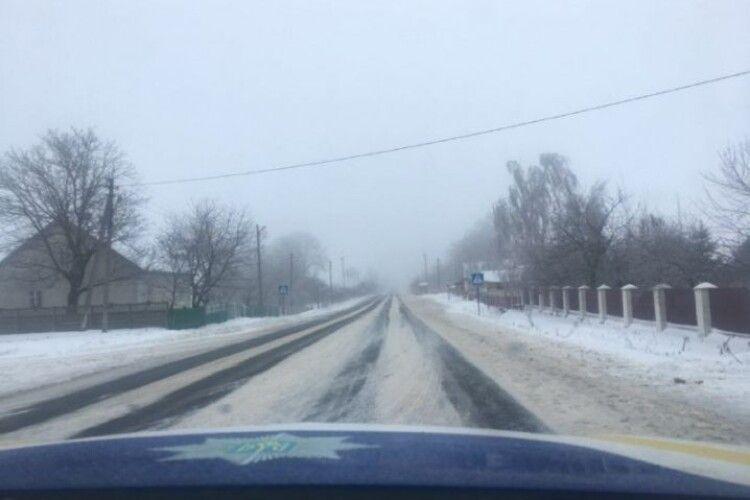 На Горохівщині вантажівка перекрила дорожній рух (Відео)
