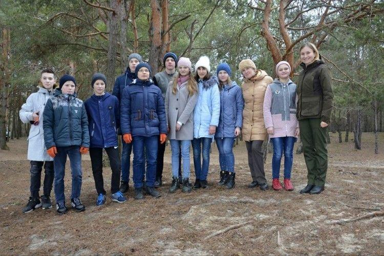 Школярі зі Світязя влаштували грандіозний марафет на берегах Великого Чорного (фото)