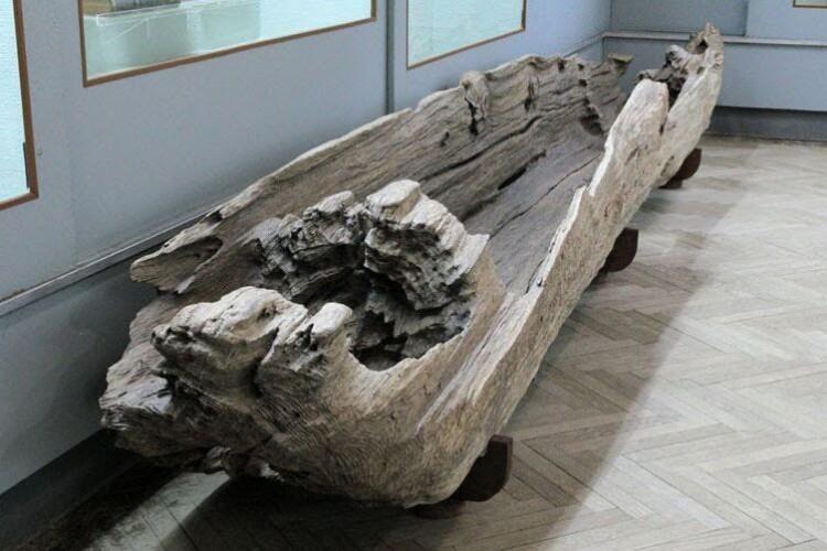 Колишній народний депутат подарував волинському музею човен-довбанку