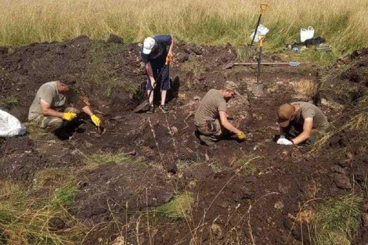 Під Львовом знайшли масове поховання воїнів УПА, вбитих НКВС (Фото)