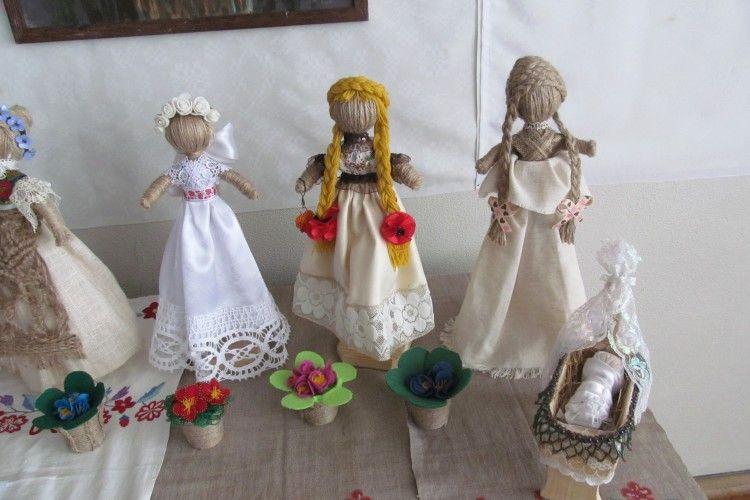 У луцькій бібліотеці оселилися ляльки з минулого