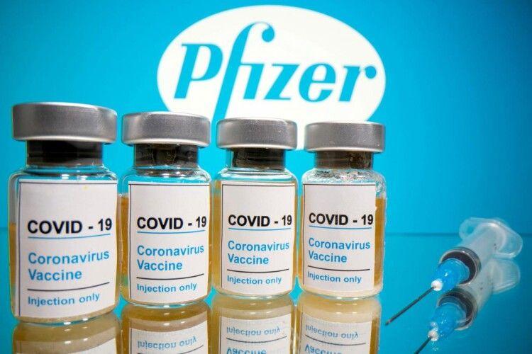 Вакцину від коронавірусу літаками доправляють в різні куточки світу