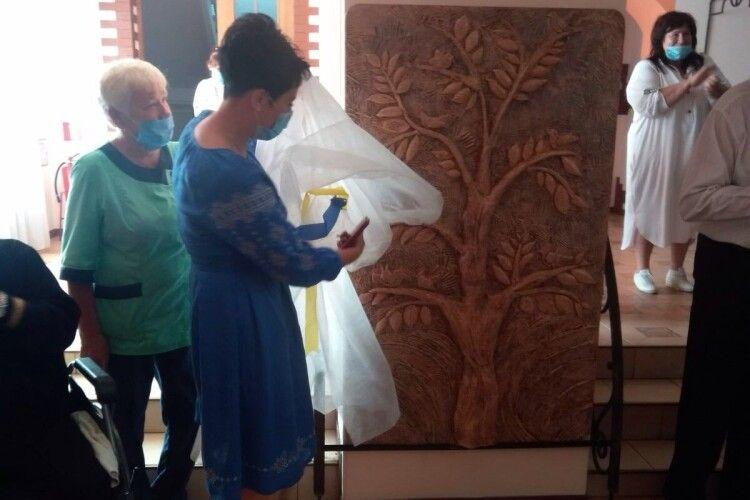 «Дерево життя» власноруч виготовили мешканці Луцького геріатричного пансіонату (Фото)