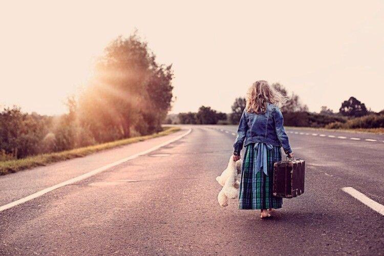10-тирічна дівчина втекла з дому і поїхала автостопом в Харків
