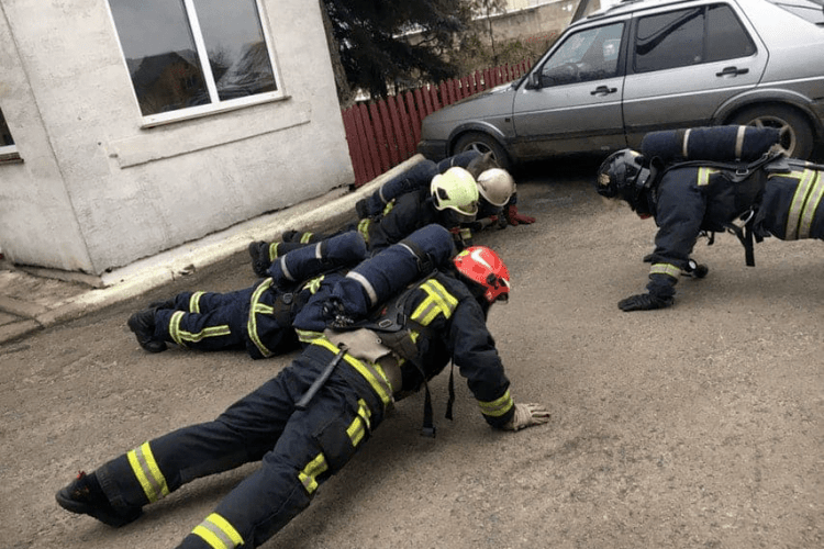 Як тренуються волинські рятувальники
