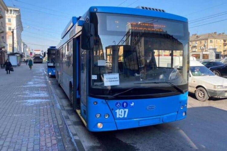 У Рівному здогадались запустити спецрейсовий автобусний маршрут, щоб люди могли добиратися на роботу