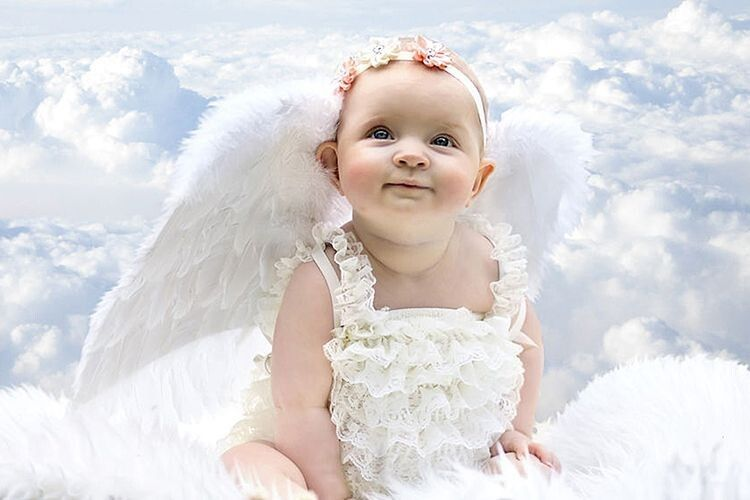 Ангел став у поміч, огорнув крильми…