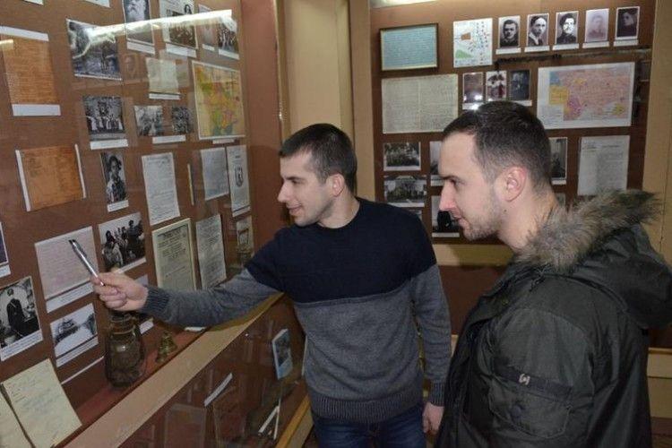 Герой України Василь Тарасюк побував у Волинському краєзнавчому музеї