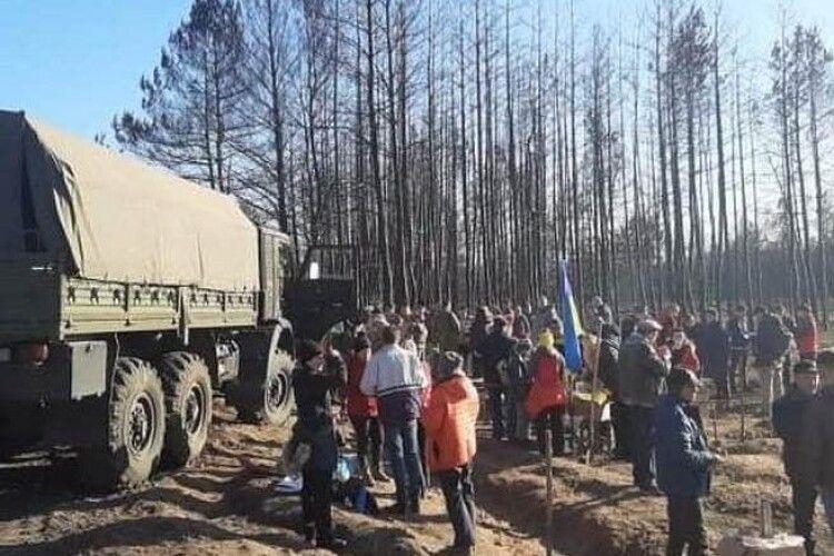 Замість згарища буде Львівський гай – на Луганщині партійці «Євросолідарності» і волонтери висадили понад 10 тисяч дерев