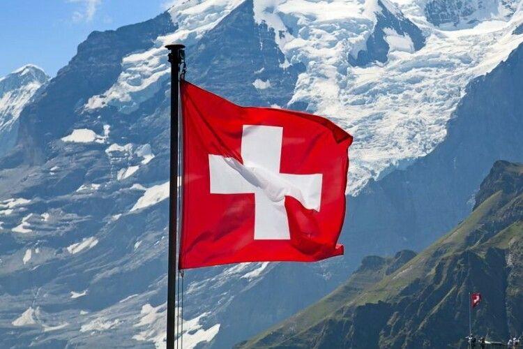 У Швейцарії за незрозумілих обставин розбилися літак та планер: рештки літальних апаратів знайшли на відстані 1 км