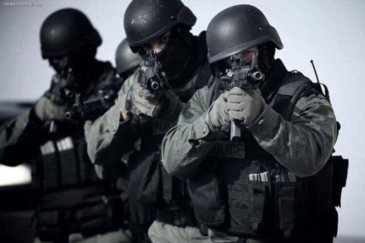 У Луцьку поліція у всеозброєнні шукає грабіжника