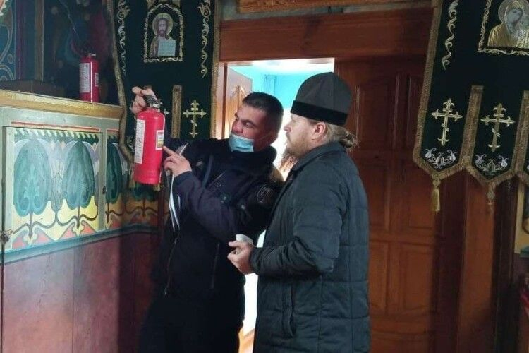 Великдень без пожеж: волинські рятувальники навчають священників