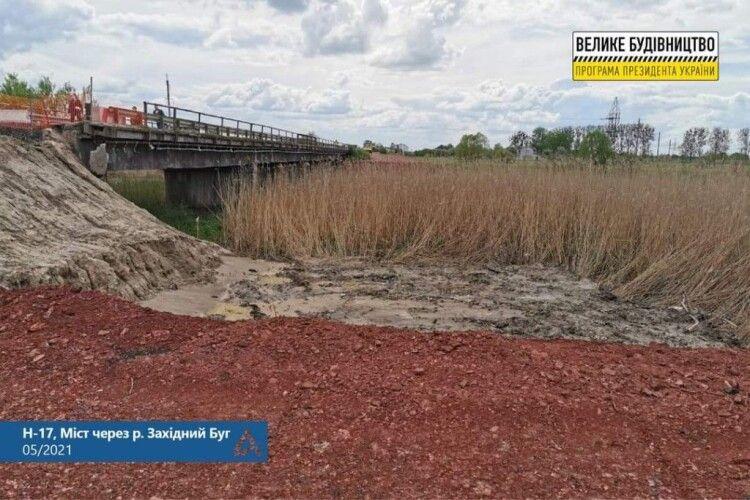 На мосту, що обвалився між Львовом та Луцьком, взялися за тимчасову переправу