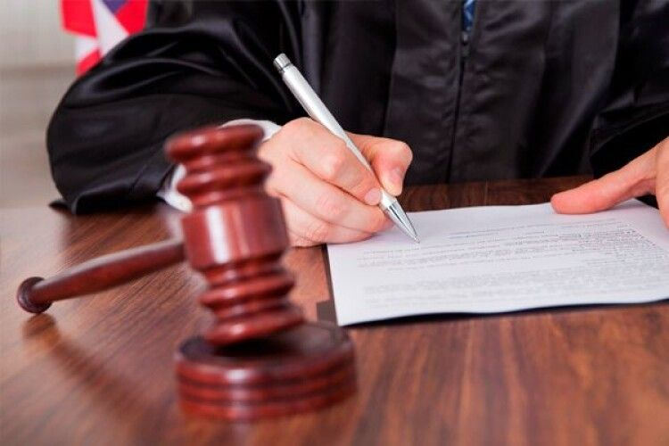 Волинський експосадовець, який незаконно звільнив працівника, компенсує відомству шкоду