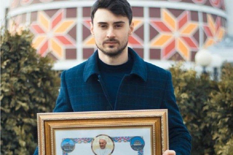 Український благодійник отримав грамоту від Папи Римьского