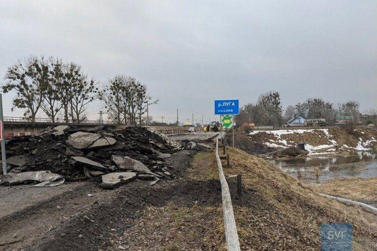 На Волині під час ремонту стався обвал мосту: постраждали робітники (Фото)