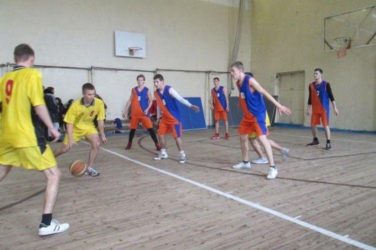 Ковельські студенти змагалися за перемогу на чемпіонаті міста з баскетболу