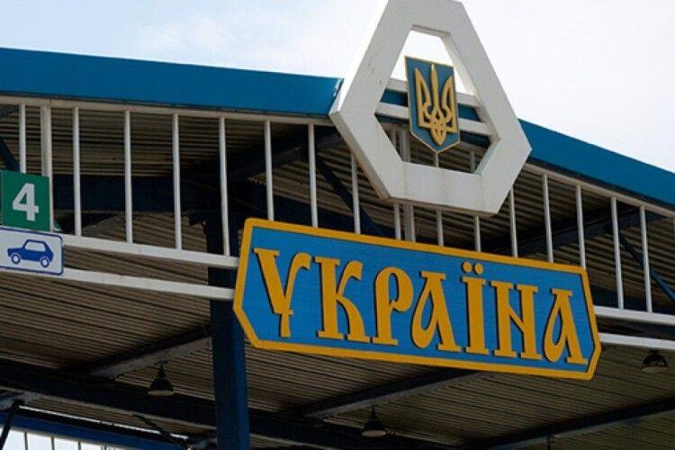 Через пункт пропуску на Волині до України намагаються потрапити групи іноземців (відео)