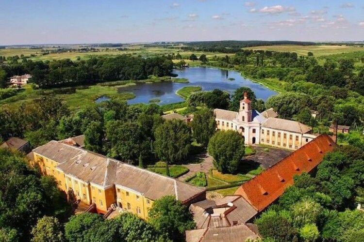 Польський фінансист, нащадок князів Радзивілів, обговорить з українськими істориками долю родового замку в Олиці