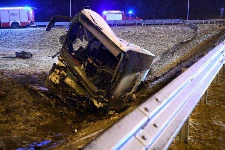 У Польщі закрили з'їзд із дороги на місці ДТП українських автобусів