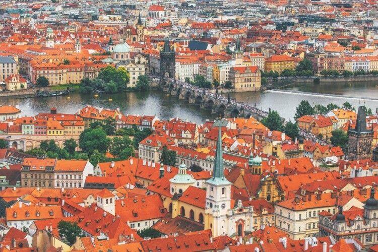 Чехія пропонує організувати зустріч Байдена із Путіним у Празі