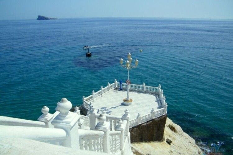 Робила селфі: в Іспанії українська туристка зірвалася в прірву