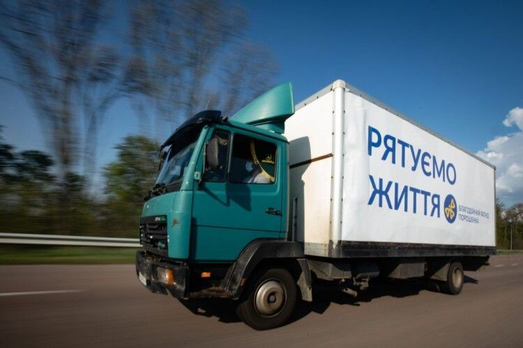 Як Порошенко захищає лікарів: 115 тисяч костюмів, обладнання і закони