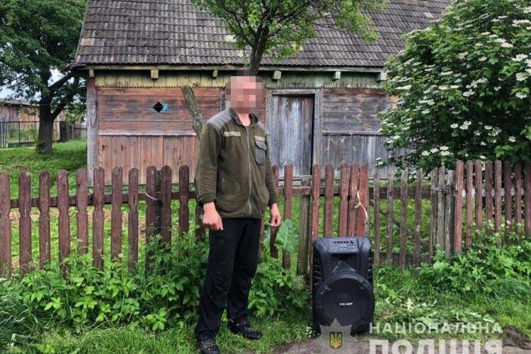 Із будинку волинянина викрали акустичну систему (Фото)