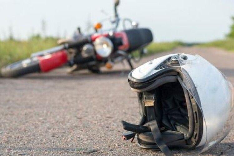 На Волині двоє 15-річних підлітків врізались у паркан на мотоциклі